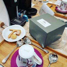La boutique Spécial-T vous servira jusqu'au 31 décembre au 19, rue de la Verrerie - 75004 Paris. Elle est en partenariat avec Gilles Marchal qui propose des pâtisseries en adéquation avec les thés proposés.