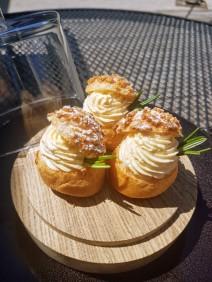 choux à la crème d'abricot caramel et romarin Chateau de Courban ©biboucheetbibouchon