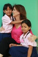 Tina Kieffer et deux jeunes filles de l'association Toutes à l'école